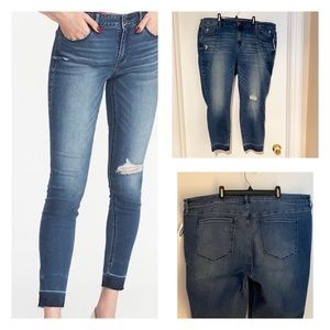 20Plus-NWT Old Navy Rockstar Skinny Ankle-Distress